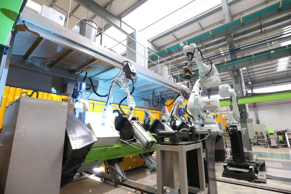 全国政协委员詹纯新:加大支持人工智能在工业产线、产品上的应用