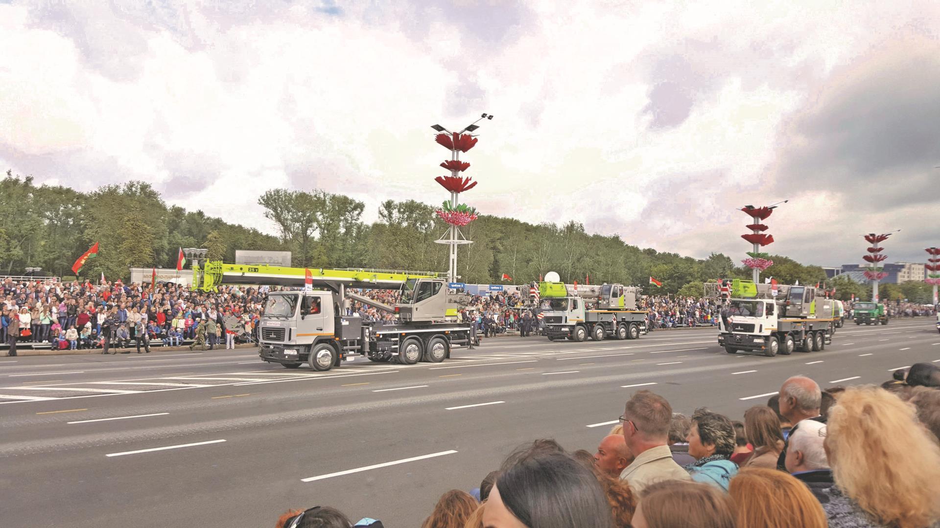 中联重科设备方队亮相白俄罗斯国家独立日阅兵庆典接受总统检阅