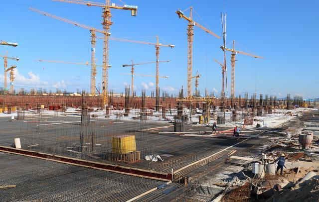 壮观!中联重科近70台塔机参建港珠澳大桥展云顶娱乐高端装备力量