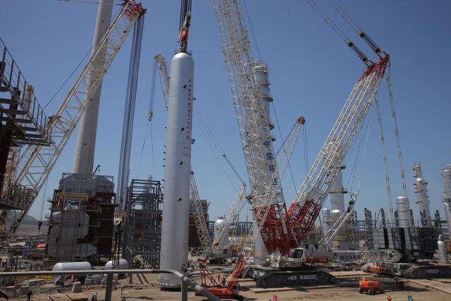 """全国最忙""""大国重器""""中联重科3200吨起重机大连石化项目再起吊"""