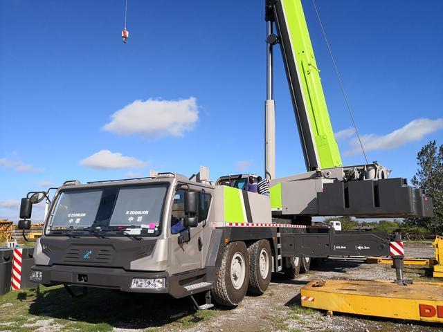 中联重科QAY300亮相阿根廷成中国出口南美最大吨位全地面起重机