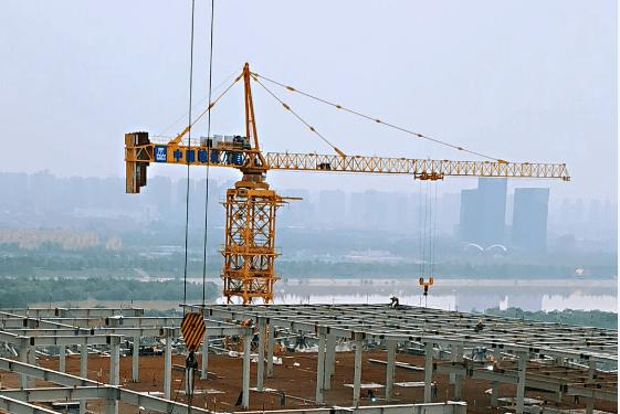 助力创造新纪录中联重科超大塔机高效建设西安丝路国际会议中心