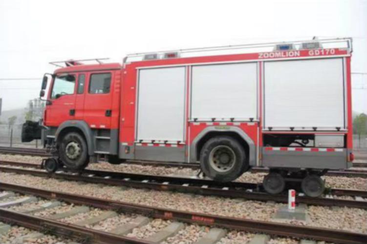 中联重科路轨两用消防车面世轨道消防救援添利器