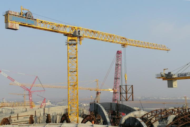 中国出口最大吨位塔机进驻科威特施工中联重科海外再创新记录